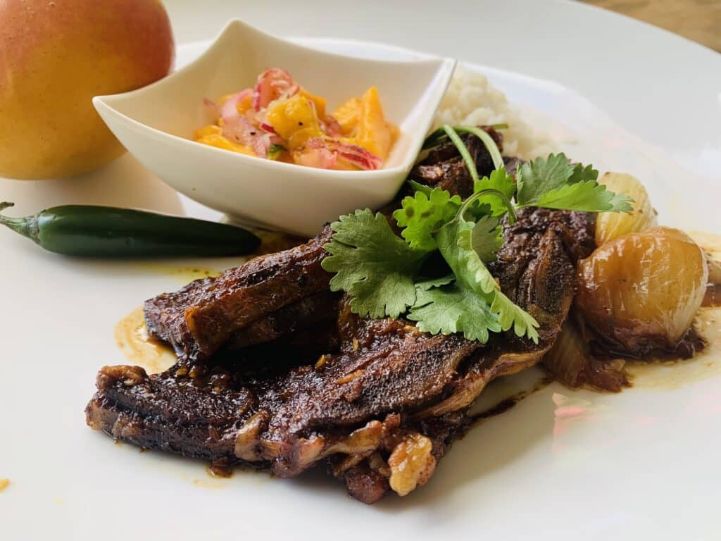 Beef short ribs in chili mango sauce