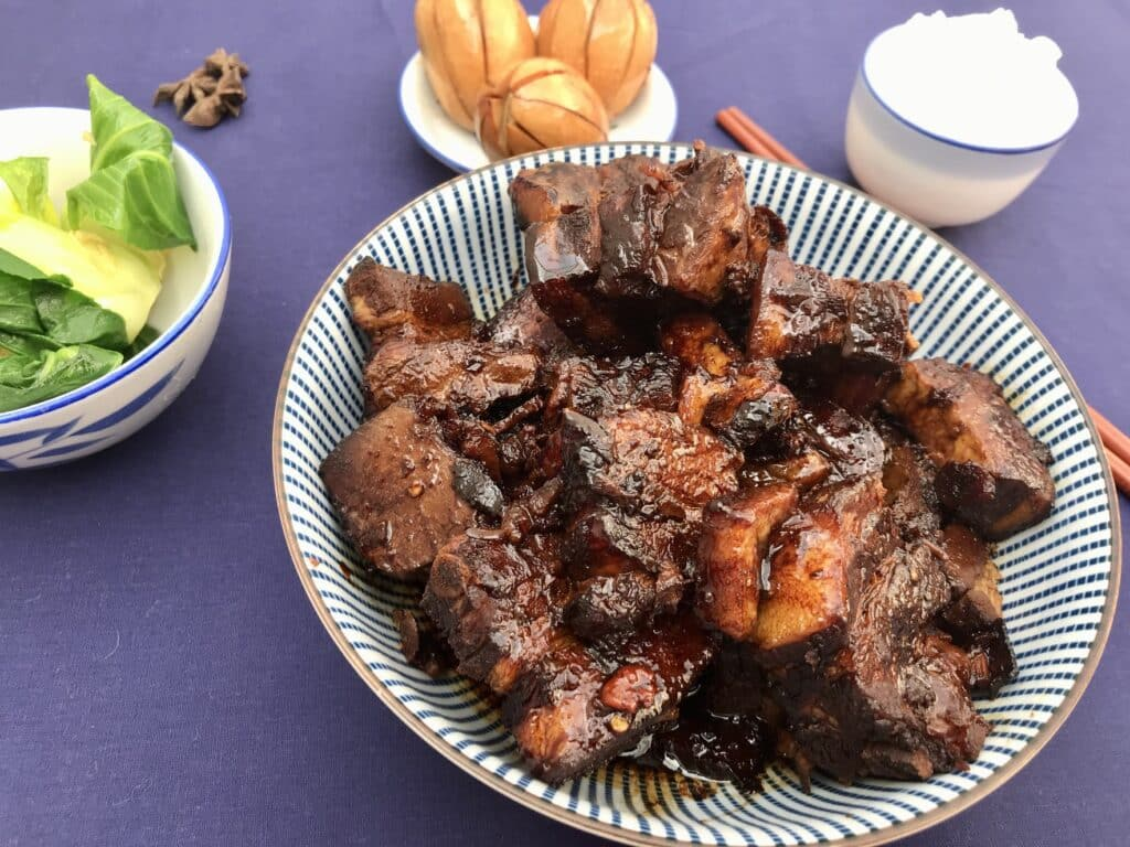 Hong shao rou (spicy red braised pork belly)